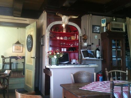 De toog van café Hammingh in Garnwerd