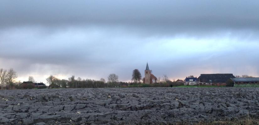 Het land, de lucht, de klei en dekerk